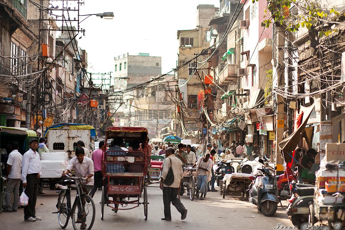 Foto de cableado en una calle en la india